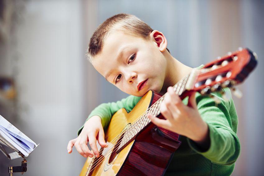 چرا ما باید یاد بگیریم که چگونه موسیقی بنوازیم؟
